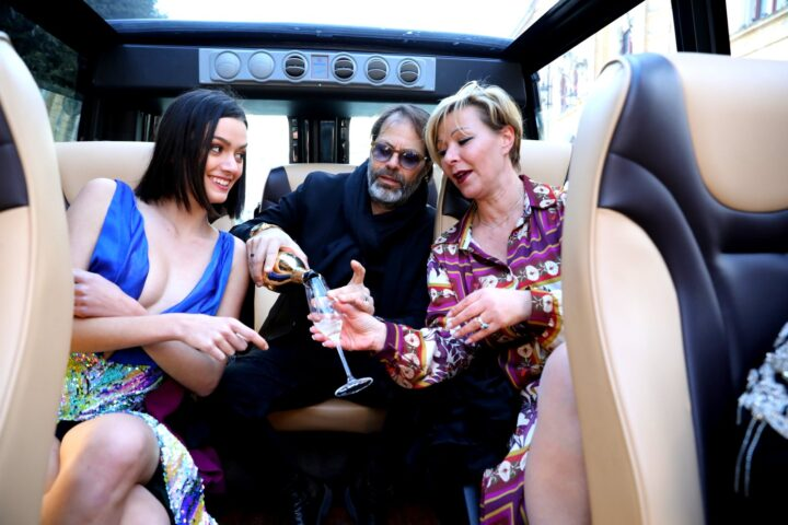 Bollicine nel Minivan Open Top Luxury (NCC Matera)