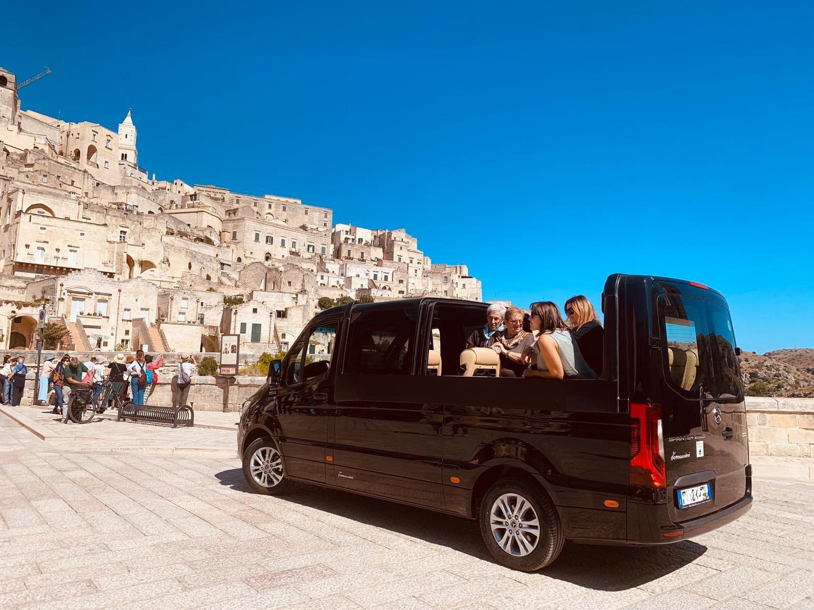 Sassi e Murgia in minivan luxury
