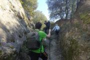 Stretto passaggio durante escursione in Mantenera a Tricarico