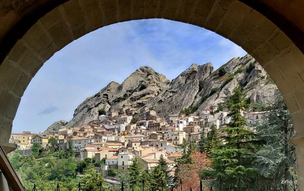 Scatto panoramico sul borgo di Pietrapertosa